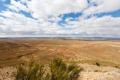 Ο υψηλός άτλαντας, αποκαλούμενος επίσης μεγάλα βουνά ατλάντων είναι μια σειρά βουνών στο κεντρικό Μαρόκο στη βόρεια Αφρική Στοκ Εικόνες