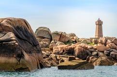 Ο φάρος Ploumanac; το χ, υπόστεγο de granit αυξήθηκε στη βόρεια Βρετάνη, Γαλλία Στοκ Εικόνες