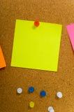ο φελλός χαρτονιών σημειώ& Στοκ εικόνα με δικαίωμα ελεύθερης χρήσης