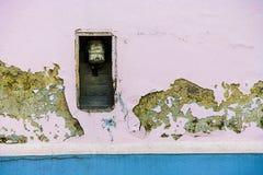 ο φυσικός παλαιός ληφθείς εικόνα τοίχος αστραπής εσωτερικών της Κροατίας εκκλησιών grunge ήταν Στοκ Εικόνα