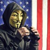 Ο χάκερ μας κατασκοπεύει Στοκ φωτογραφία με δικαίωμα ελεύθερης χρήσης