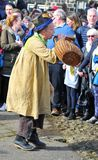 Ο χαρακτήρας tosspot στο παραδοσιακό παιχνίδι αυγών ρυθμών Μεγάλων Παρασκευών στο heptonstall Δυτικό Γιορκσάιρ Στοκ Φωτογραφίες