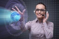 Ο χειριστής τηλεφωνικών κέντρων στη σφαιρική επιχειρησιακή έννοια Στοκ Εικόνες