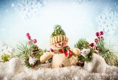 Ο χιονάνθρωπος και το λευκό αντέχουν Στοκ φωτογραφία με δικαίωμα ελεύθερης χρήσης