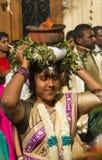Ο χορευτής που συμμετέχει στο φεστιβάλ Ganesh στο Παρίσι, Γαλλία στοκ εικόνα
