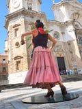 ο χορευτής χορεύει flamenco ανεμιστήρων απεικόνιση ισπανικά κοριτσιών Στοκ εικόνες με δικαίωμα ελεύθερης χρήσης