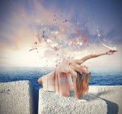Ο χορευτής χρωματίζει τον ουρανό στοκ εικόνες