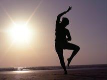 ο χορός θέτει τη σκιαγραφ στοκ φωτογραφία