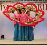 Ο χορός των ανεμιστήρων - Κορέα. Στοκ Φωτογραφίες