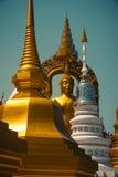 Ο χρυσοί Βούδας και stupa Στοκ Εικόνες