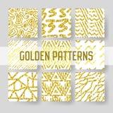 Ο χρυσός ακτινοβολεί άνευ ραφής σύνολο σχεδίων Αφηρημένα χρυσά συρμένα χέρι υπόβαθρα για το υφαντικό τύλιγμα ταπετσαριών Στοκ Φωτογραφία
