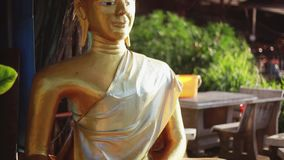 Ο χρυσός Βούδας και το φως του ήλιου Το αναμνηστικό πάρκο του Βούδα 1920x1080, hd απόθεμα βίντεο