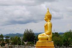 Ο χρυσός Βούδας τρεις παγόδες, θρησκευτικά σύμβολα βασισμένα στο βιρμανό πόλεμο Ταϊλάνδη στις 6 Μαΐου 2018 Στοκ Φωτογραφία