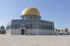 Ο χρυσός θόλος στο ναό τοποθετεί στην Ιερουσαλήμ στοκ εικόνες με δικαίωμα ελεύθερης χρήσης