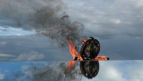 Ο χρόνος είναι μια πυρκαγιά Κάψιμο του παλαιού ρολογιού στον καθρέφτη στο διάστημα απόθεμα βίντεο
