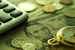 Ο χρόνος είναι χρήματα πράσινος τόνος Κλείστε επάνω - εικόνα αποθεμάτων Στοκ φωτογραφία με δικαίωμα ελεύθερης χρήσης