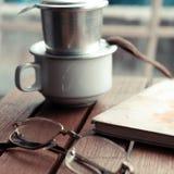 Ο χρόνος καφέ, χαλαρώνει τη στιγμή στη βροχερή ημέρα Στοκ Εικόνα