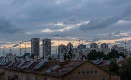 Ο χρόνος λυκόφατος, αρχίζει τα φω'τα Στοκ Φωτογραφίες