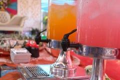 Ο χυμός πορτοκαλιών και γκοϋαβών Στοκ φωτογραφία με δικαίωμα ελεύθερης χρήσης