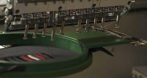 Ο χώρος εργασίας της μηχανής κεντητικής παρουσιάζει ότι κεντήστε φιλμ μικρού μήκους