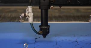 Ο χώρος εργασίας της μηχανής κεντητικής παρουσιάζει ότι κεντήστε απόθεμα βίντεο