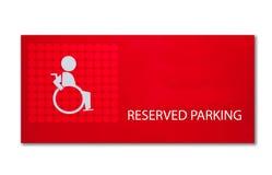 ο χώρος στάθμευσης αναπηρίας διατήρησε το σημάδι Στοκ φωτογραφία με δικαίωμα ελεύθερης χρήσης