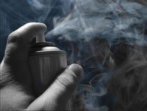 Ο ψεκασμός μπορεί και καπνοί Στοκ φωτογραφία με δικαίωμα ελεύθερης χρήσης