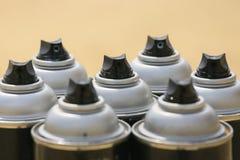 Ο ψεκασμός μπορεί στην εργασία βιομηχανίας, lubricator μπορεί για την εργασία βιομηχανίας, το χρώμα μπορεί μέσα και ψεκάζοντας ή  Στοκ Φωτογραφίες