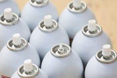 Ο ψεκασμός μπορεί στην εργασία βιομηχανίας, lubricator μπορεί για την εργασία βιομηχανίας, το χρώμα μπορεί μέσα και ψεκάζοντας ή  Στοκ Φωτογραφία