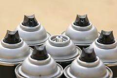 Ο ψεκασμός μπορεί στην εργασία βιομηχανίας, lubricator μπορεί για την εργασία βιομηχανίας, το χρώμα μπορεί μέσα και ψεκάζοντας ή  Στοκ εικόνες με δικαίωμα ελεύθερης χρήσης
