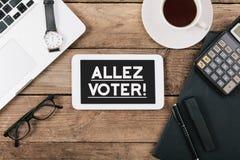 Ο ψηφοφόρος Allez, γαλλικά πηγαίνει κείμενο ψηφοφορίας στον υπολογιστή ταμπλετών Στοκ Εικόνες