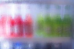 Ο ψυκτήρας μπροστινών πορτών με τον ατμό υγρό και η ενέργεια πίνουν το ποτό Στοκ εικόνα με δικαίωμα ελεύθερης χρήσης