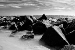 Ο ωκεάνιος λιμενοβραχίονας λικνίζει το υπόβαθρο στοκ εικόνες με δικαίωμα ελεύθερης χρήσης