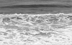 Ο ωκεανός πρήζεται σε γραπτό Στοκ εικόνα με δικαίωμα ελεύθερης χρήσης