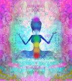 ο λωτός θέτει τη γιόγκα Padmasana με τα χρωματισμένα σημεία chakra Στοκ Εικόνες