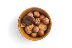 Ολόκληρα καρύδια σε ένα κύπελλο στοκ εικόνα με δικαίωμα ελεύθερης χρήσης