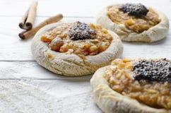 Ολόκληρα μπισκότα σίτου με τα μήλα Στοκ Φωτογραφία