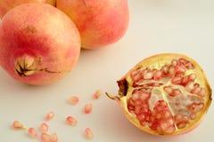 Ολόκληρα φρούτα Γρανάδα Στοκ φωτογραφία με δικαίωμα ελεύθερης χρήσης