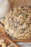 Ολόκληρο ένα ψωμί σίτου Στοκ εικόνα με δικαίωμα ελεύθερης χρήσης
