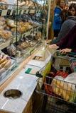 Ολόκληρο μεγάλο άνοιγμα αγοράς τροφίμων στοκ εικόνα με δικαίωμα ελεύθερης χρήσης
