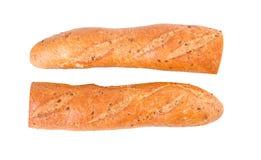 Ολόκληρο baguette σιταριού διατροφής Baguette δύο μισά μισά που απομονώνονται στο λευκό Στοκ φωτογραφία με δικαίωμα ελεύθερης χρήσης