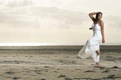Ο όμορφος αφρικανικός χορός κοριτσιών θέτει Στοκ εικόνα με δικαίωμα ελεύθερης χρήσης