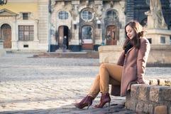 ο όμορφος βράχος κοριτσ&iot Στοκ φωτογραφία με δικαίωμα ελεύθερης χρήσης
