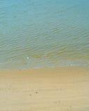 Ο όμορφος κυματισμός χτύπησε την ακτή Στοκ Εικόνες