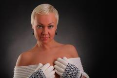 ο όμορφος μαύρος αθλητισμός ανασκόπησης γνωρίζει τη γυναίκα Στοκ Φωτογραφία