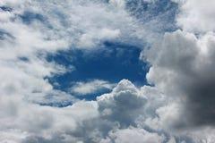 Ο όμορφος μπλε ουρανός στοκ εικόνα