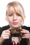 ο όμορφος ξανθός καφές πίν&epsilon Στοκ Εικόνες