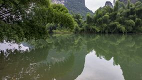 Ο όμορφος ποταμός Yulong Στοκ φωτογραφία με δικαίωμα ελεύθερης χρήσης