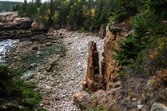 Ο όρμος μνημείων μια γκρίζα ημέρα στο εθνικό πάρκο Acadia, τοποθετεί Deser Στοκ Φωτογραφίες