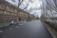 Οδός δίπλα στο μουσείο του Λούβρου, δίπλα στον ποταμό του Σηκουάνα, Παρίσι, Γαλλία Στοκ Φωτογραφία